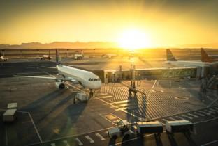 airport-flughafen-sunset-sonnenuntergang-reise-md-consulting-ziel-ort-urlaub-quellcode-feld-liegenschaft-terminal-gate-international-takeoff